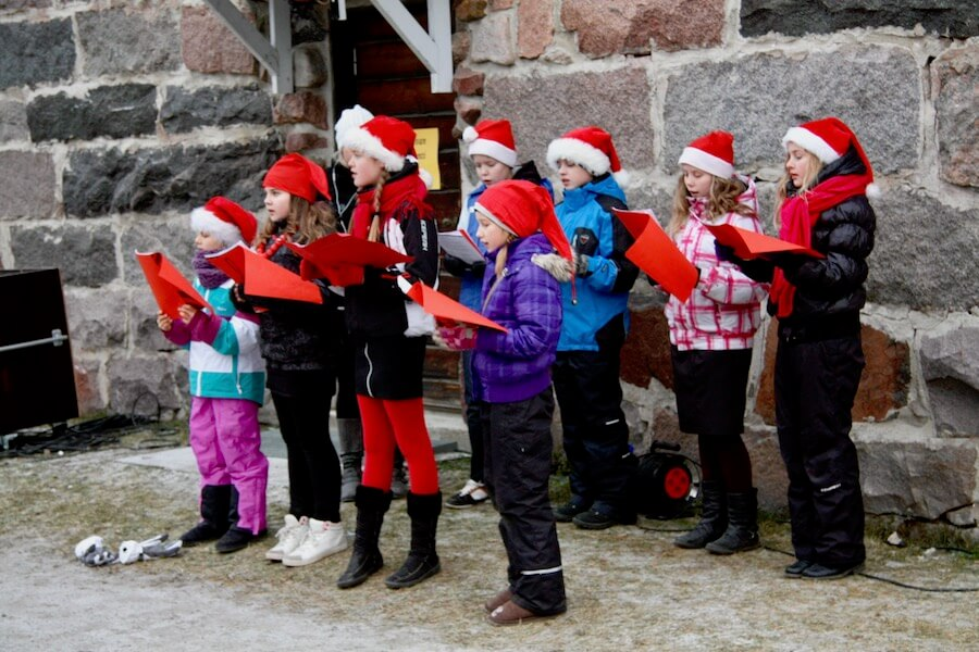 Children singing at Liminka congregation Old Times´ Christmas Market